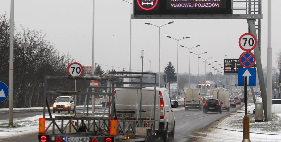 Wagi są zamontowane w nawierzchni wszystkich głównych dróg wjazdowych do Rzeszowa. Za każdą z nich stoi ekran, na którym kierowca otrzymuje informację