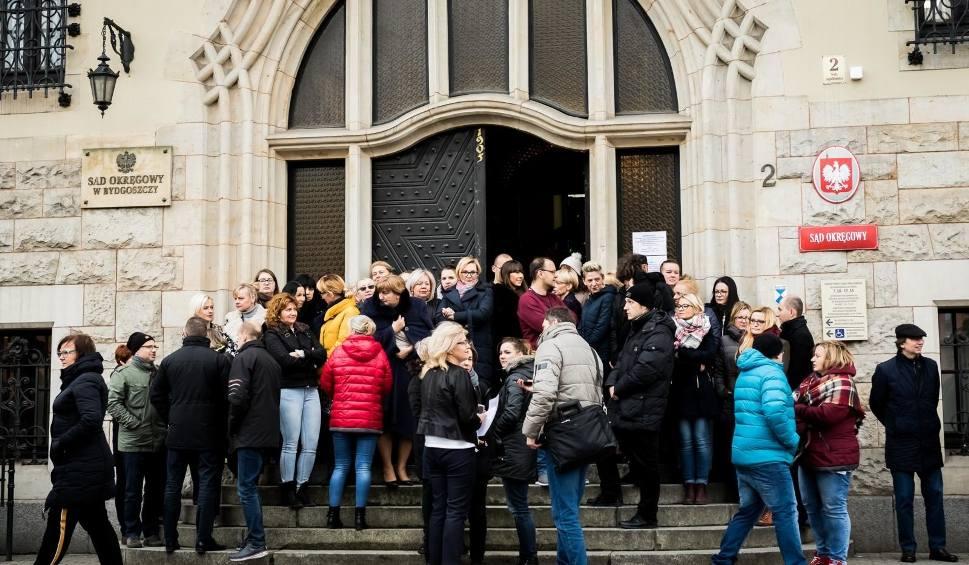 Film do artykułu: Protest pracowników sądów w Bydgoszczy. Domagają się wyższych zarobków [zdjęcia, wideo]