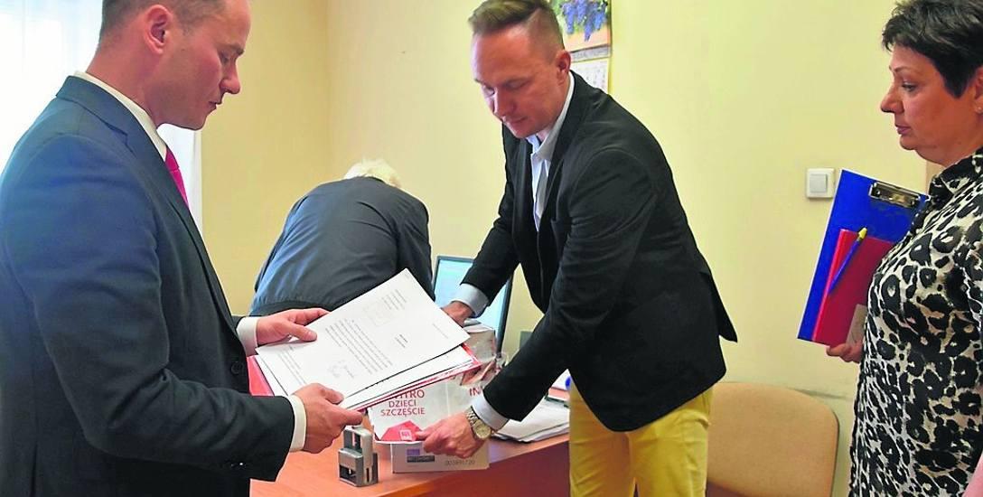 Radosław Brodzik, Cezary Wysocki i Ilona Motyka zbierali podpisy pod obywatelską inicjatywą uchwałodawczą, dotyczącą uchwały o in vitro. Podpisało się