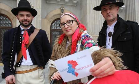 Dzisiaj przedstawiciele kilkunastu stowarzyszeń złożyli w Urzędzie Wojewódzkim i Urzędzie Marszałkowskim w Katowicach petycję w sprawie zmiany nazwy