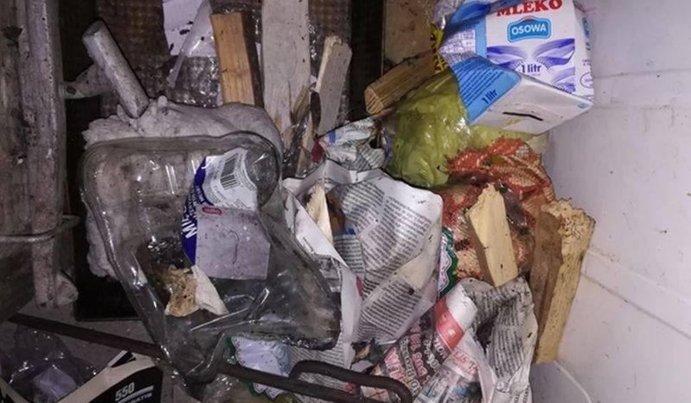 Film do artykułu: Truli sąsiadów w duecie - spalali stare meble i plastik