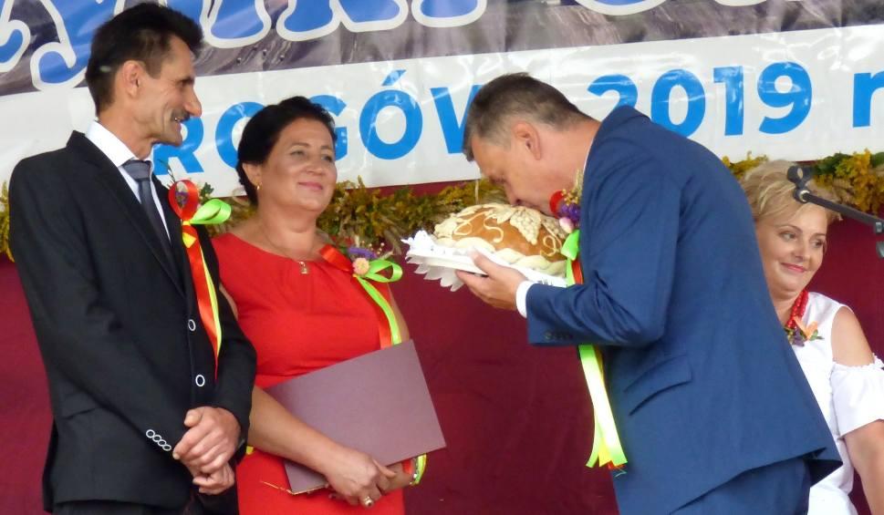 Film do artykułu: Gmina Opatowiec pięknie podziękowała za plony w Rogowie [SZCZEGÓŁY ŚWIĘTA. NOWE ZDJĘCIA, WIDEO]