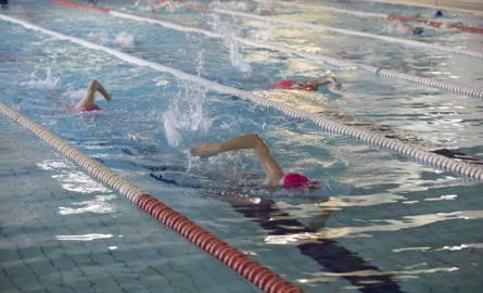Od poniedziałku do piątku tory basenów najczęściej są wynajmowane, m.in. przez szkoły pływania. Jednak, jak zapewniają niektórzy dyrektorzy szkół, do