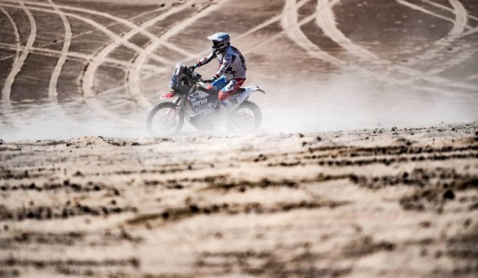 Film do artykułu: Maciej Giemza znowu awansował w klasyfikacji generalnej Rajdu Dakar. Dziś dzień przerwy [ZDJĘCIA]