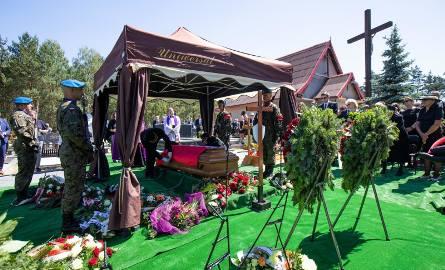 Gen. Zbigniew Nowek zmarł 17 czerwca br. Miał 59 lat. Pogrzeb odbył się 24 czerwca. Uroczystości rozpoczęły się w kościele pw. Świętych Polskich Braci