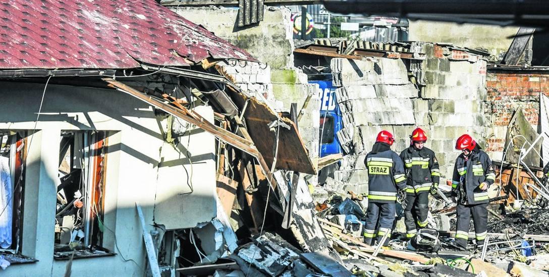 Wybuch przy ul. Łowickiej w Bydgoszczy było słychać w niedzielę w promieniu kilku kilometrów. Służby pracowały na miejscu jeszcze wczoraj