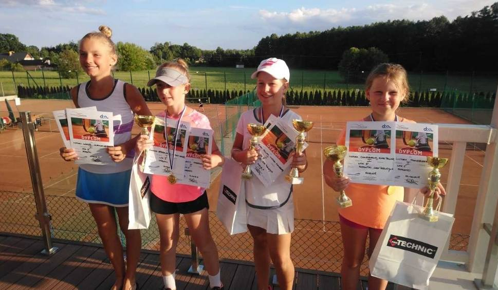 Film do artykułu: Złoty i brązowy medal młodej, radomskiej tenisistki Wiktorii Chmielewskiej