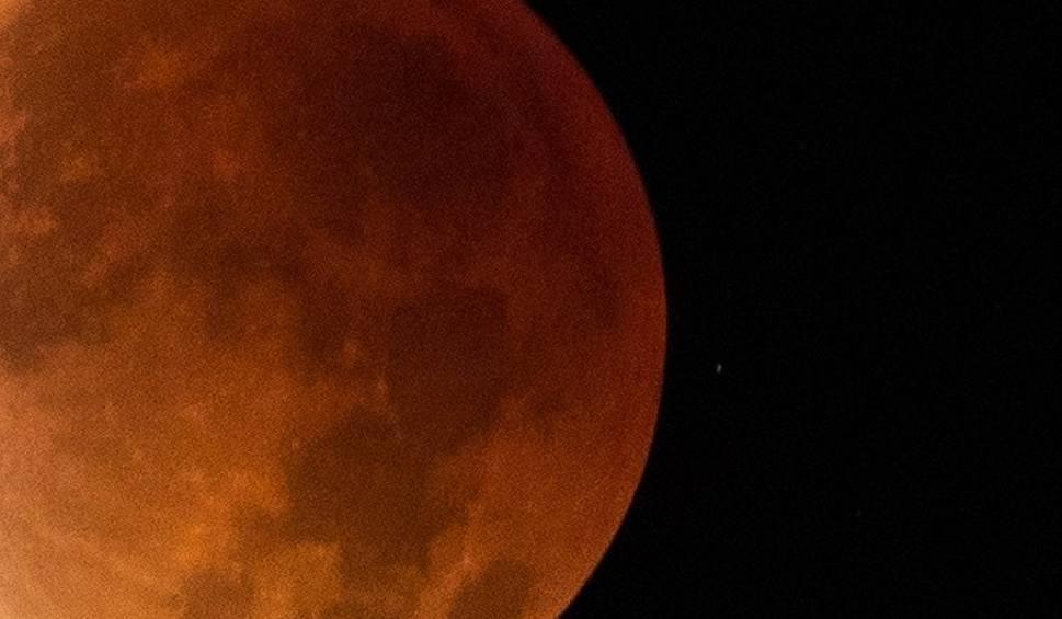 Film do artykułu: W Księżyc uderzyła asteroida, która zmieniła jego orbitę? Księżyc oddala się od Ziemi? Czeka nas koniec świata? [18.11.2018 r.]