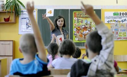 Karta nauczyciela: jedna odprawa za zwolnienie, druga za przejście na emeryturę
