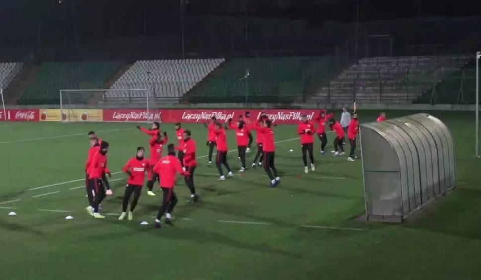 Film do artykułu: Polscy piłkarze w zimowych czapkach trenowali przed meczem z Portugalią [WIDEO]