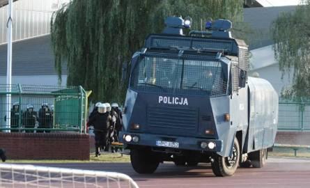 Bijatyka kibiców w Toruniu. Mecz przerwany [zdjęcia]