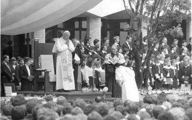 Papież Polak, profesor, święty, wujek. Jan Paweł II