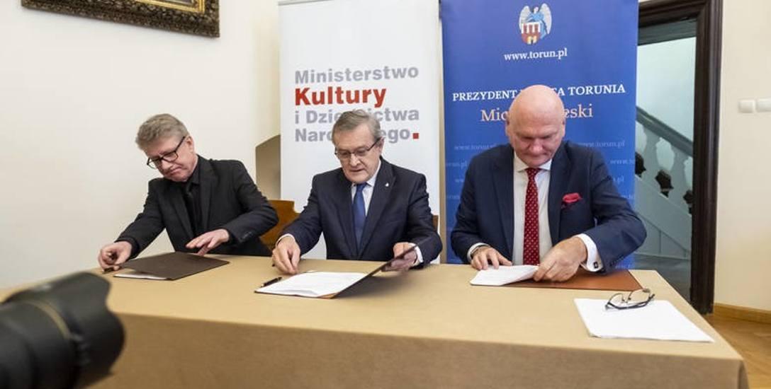 Wygląda na to, że umowa na budowę centrum, która w tym roku podpisali minister Piotr Gliński, prezydent Michał Zaleski i prezes fundacji Tumult Marek