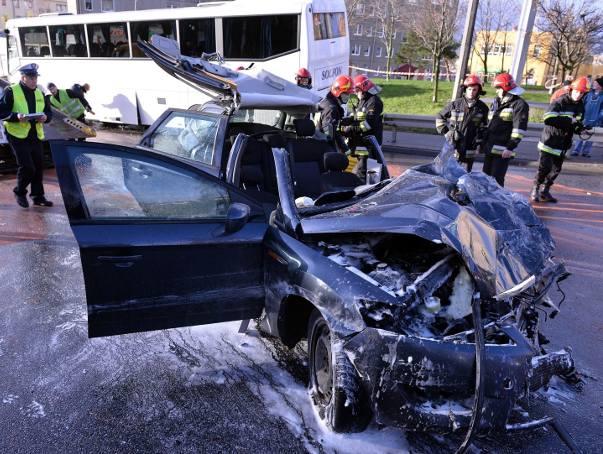 Zderzenie autokaru z osobówką w Gdyni [ZDJĘCIA, WIDEO]
