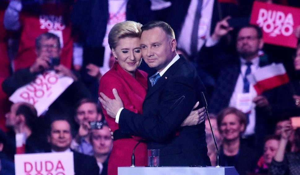 Film do artykułu: Urszula Brzezińska-Hołownia, Paulina Kosiniak-Kamysz, Krzysztof Śmiszek, Karina Walinowicz... Kim są partnerzy kandydatów na prezydenta?