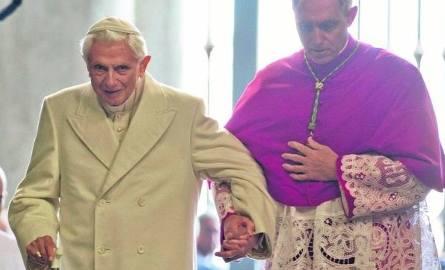Benedykt XVI ustąpił z urzędu 28 lutego 2013 r. o godzinie 20.