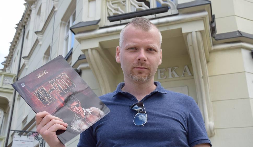 Film do artykułu: Częstochowianin stworzył sensacyjny komiks retro z miastem w tle. Jak się robi takie rzeczy?