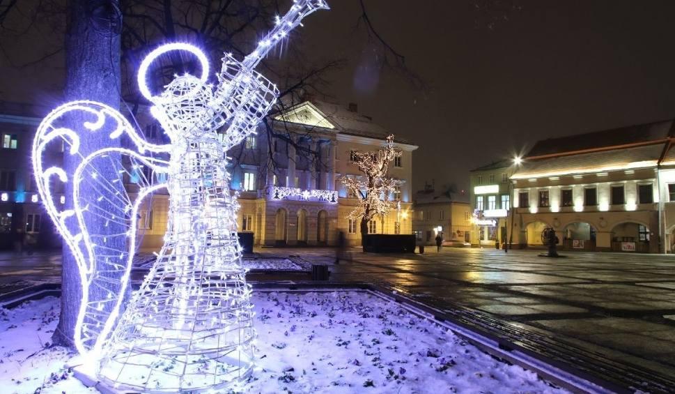 Film do artykułu: Bajkowe Kielce. Zobacz świąteczne iluminacje [ZDJĘCIA]
