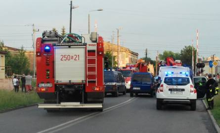 Częstochowa: Pociąg zderzył się z samochodem na Kiedrzyńskiej. Jedna osoba została ranna [ZDJĘCIA]