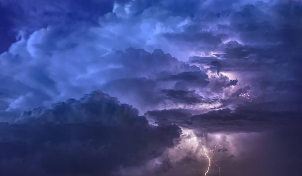 Film do artykułu: Uwaga na gwałtowne burze z gradem! IMiGW wydał na dziś, 7 czerwca, ostrzeżenie I stopnia dla większości powiatów województwa śląskiego