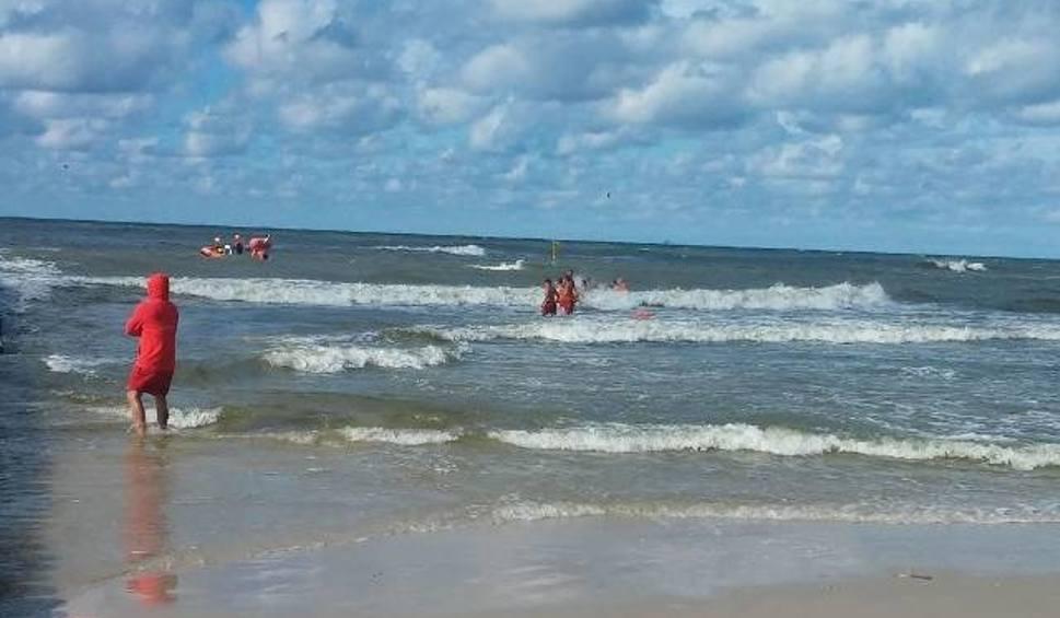 Film do artykułu: W Łebie w morzu utopił się mężczyzna