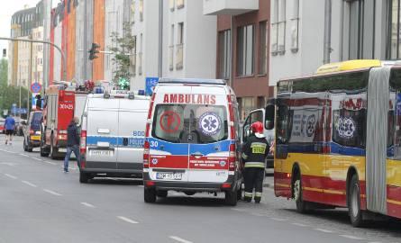 Ofiara wybuchu bomby z autobusu 145 jest poważnie ranna
