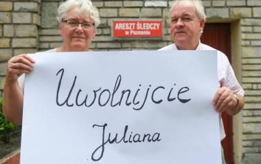 Rodzice Juliana domagają się zwolnienia ich syna z aresztu.