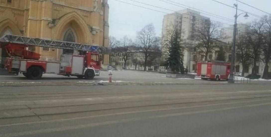 około godz. 11 strażacy przyjechali pod katedrę.