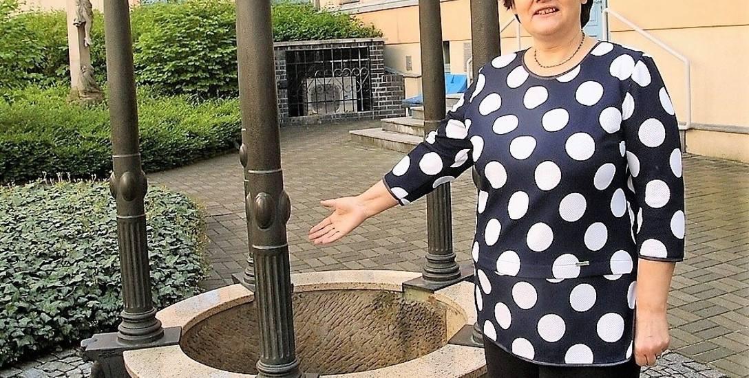 Według pobożnej legendy studnia św. Wojciecha znajduje się w miejscu, gdzie wytrysnęło źródełko, gdy zabrakło wody do chrztu - pisze prof. Lenartowi