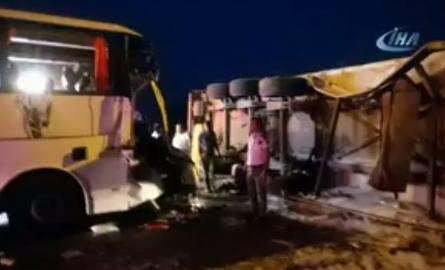 Turcja: Wypadek autokaru w mieście Alanya. Zginął pomocnik kierowcy autobusu, polscy turyści ranni