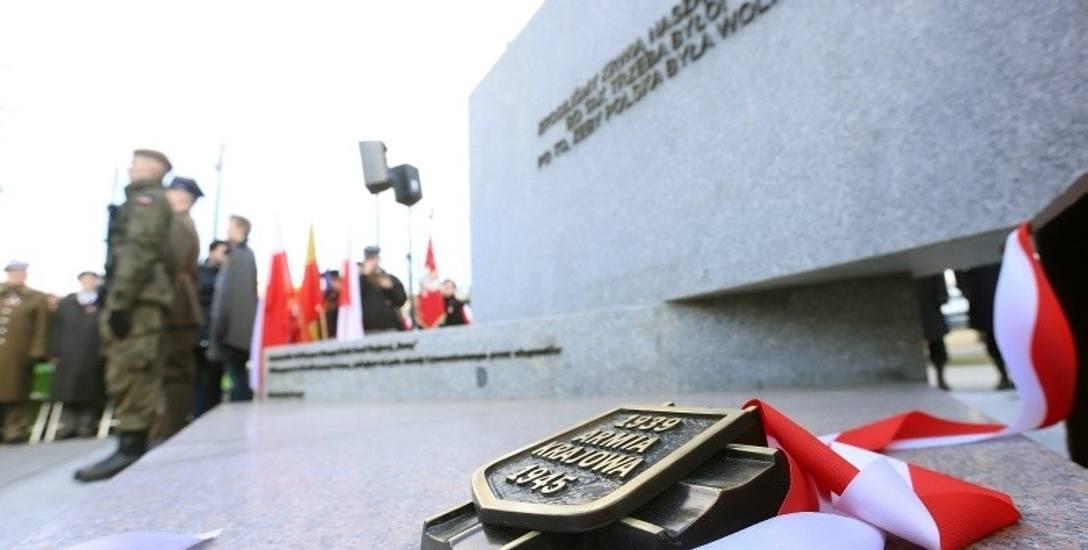 Pomnik Armii Krajowej w Łodzi z błędem? Kiedy powstała AK?
