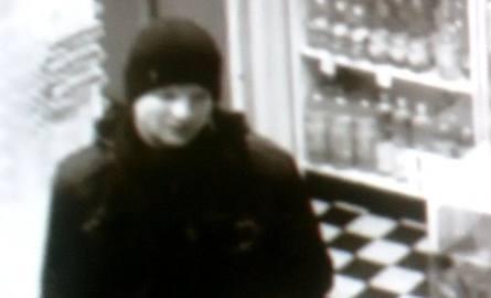 Napastował kobietę przy pizzerii. Jest poszukiwany