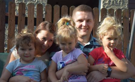 Julka, Emilka i Natalka Nowakówny z rodzicami