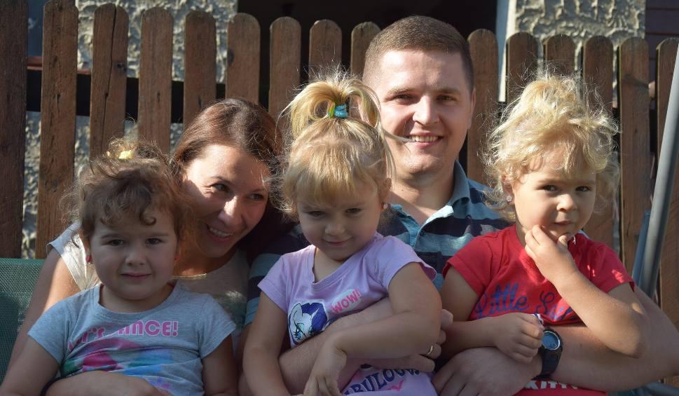 Film do artykułu: Trojaczki bojszowskie mają 3 latka! Emilka, Julka i Natalka to śliczne, mądre dziewczynki ZDJĘCIA