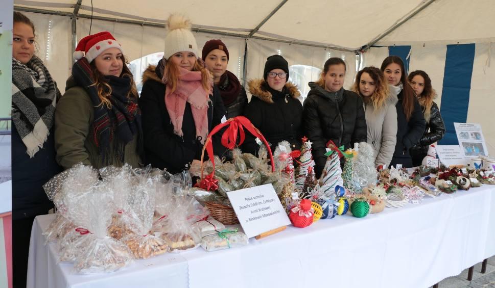 Film do artykułu: Jarmark Bożonarodzeniowy na rynku w Makowie Mazowieckim [ZDJĘCIA+WIDEO]