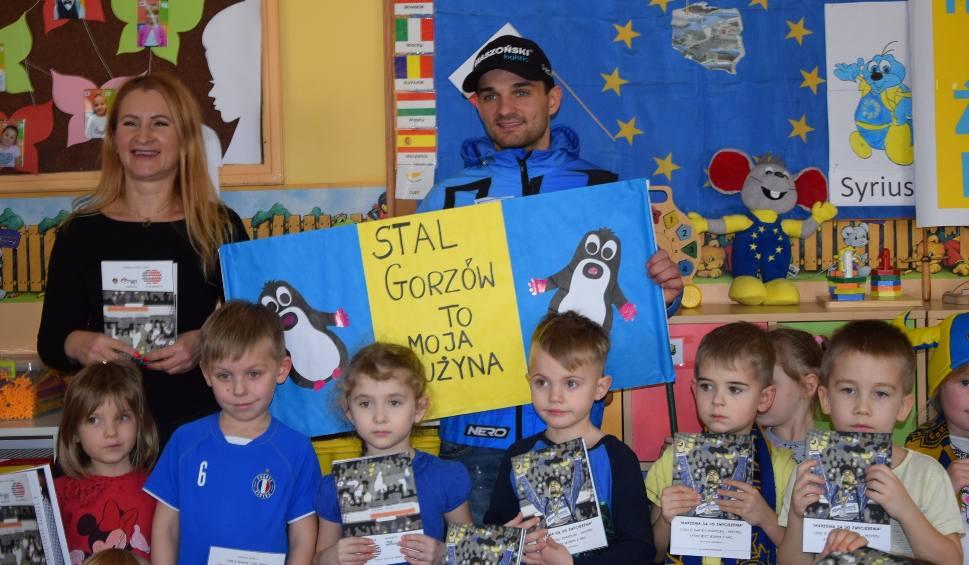 """Film do artykułu: Bartosz Zmarzlik przekonywał dzieci, że """"marzenia są do zwyciężenia"""" [ZDJĘCIA, WIDEO]"""