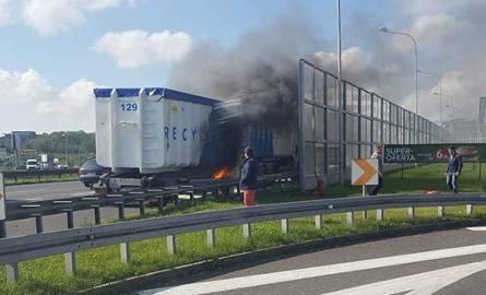 Katowice: Pali się tir na A4 na wysokości Trzech Stawów