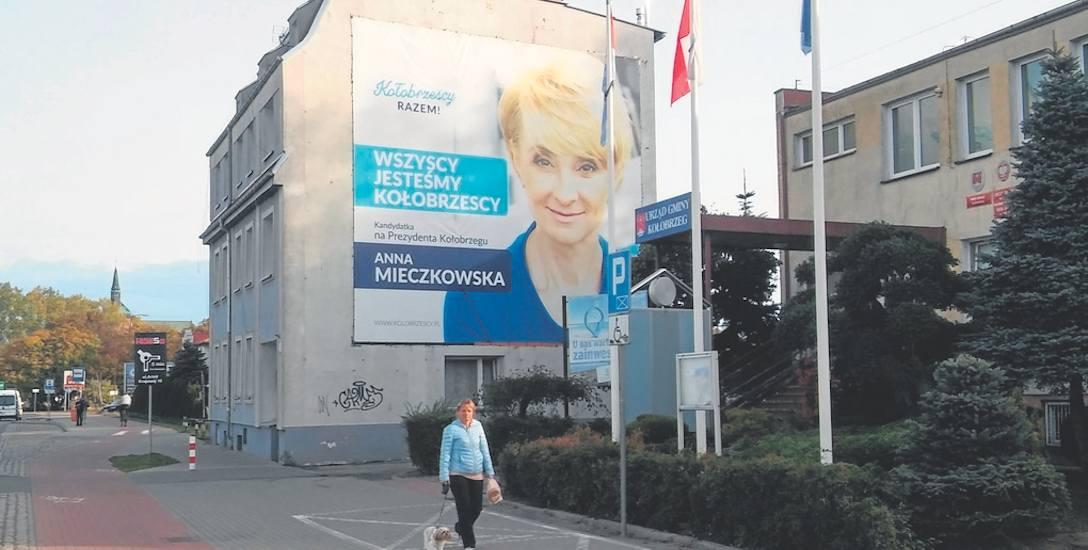 Anna Mieczkowska nie komentuje zarzutów PiS. Marek Hok, poseł PO mówi: - PiS nie wytrzymuje ciśnienia kampanii wyborczej i próbuje szukać afer, których