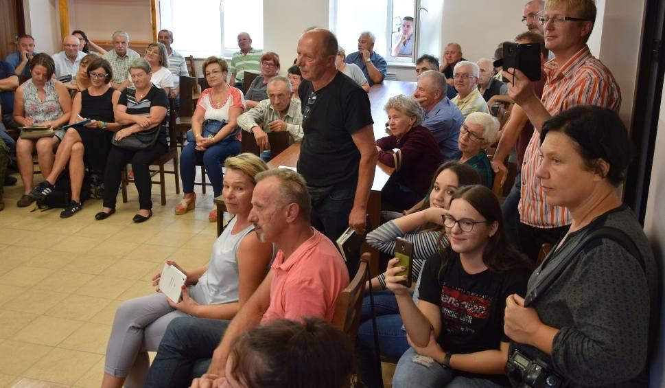 Film do artykułu: Chlewnia w gminie Chotcza. Spotkanie inwestora z mieszkańcami. Henryk Amanowicz zapewniał i obiecywał. Mieszkańcy krzyczeli i kłócili się