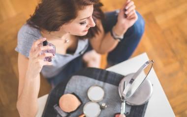 Przy stosowaniu perfum ważna jest nie tylko zużyta ilość, ale także wybór odpowiednich miejsc na ciele. Jak i gdzie aplikować perfumy, aby cieszyć się