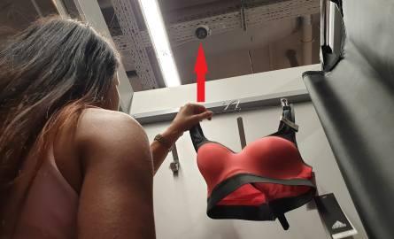 Przymierzając ubrania w sklepie Go Sport w Galerii Echo w Kielcach można zobaczyć nad głową kamerę monitoringu.