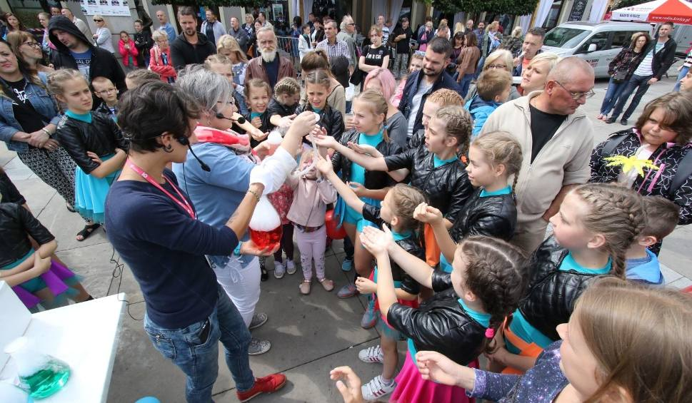 Film do artykułu: Święto Kielc 2018. Zobacz, co się dzieje na placu Artystów w Kielcach