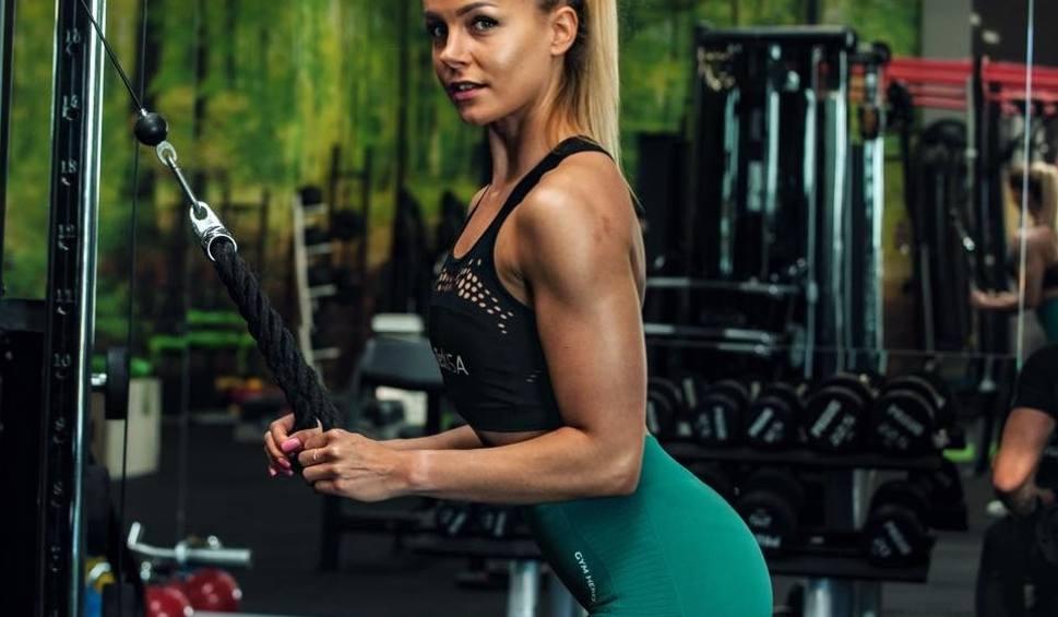 Film do artykułu: Nawet nie wiesz, jak można zmęczyć się biegając po schodach! Wideorozmowa z Oliwią Mojsiej, trenerką i zawodniczką bikini fitness
