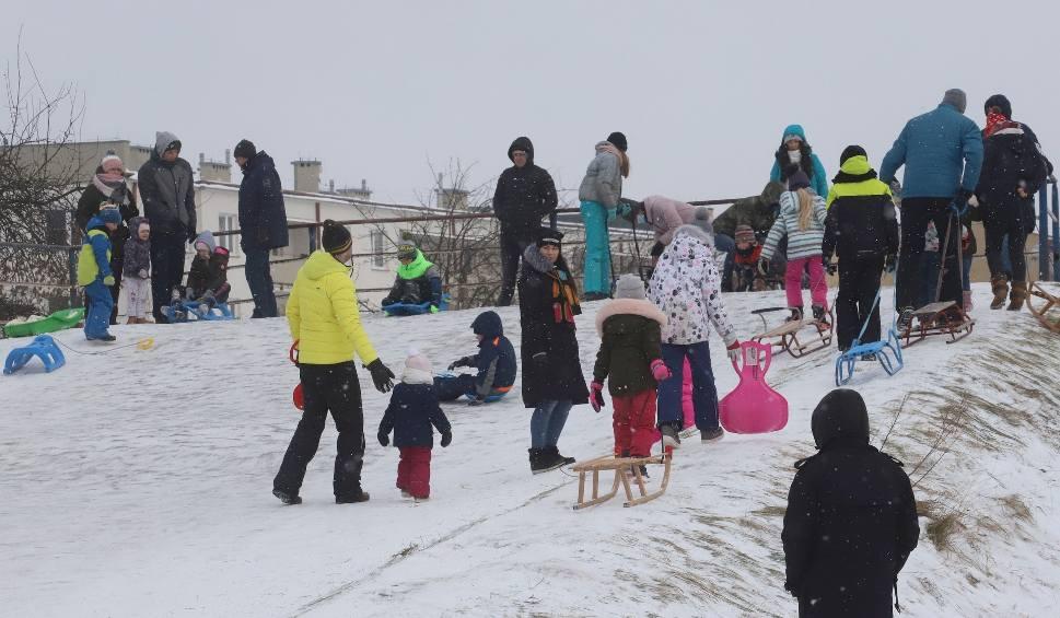 Film do artykułu: Saneczkowe szaleństwo w radomskich parkach. Górki oblężone przez dzieci - zobacz zdjęcia i film