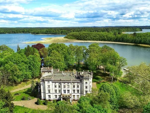 Na zdjęciu widzici pałac w Przełazach. W Lubuskiem nie brakuje pięknych obiektów. Zapraszamy Was na wycieczkę po 50 z nich. Będzie to nietypowa wycieczka,