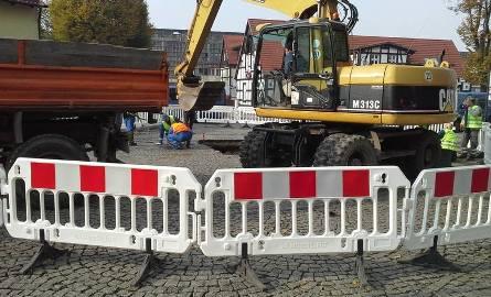 Awaria wodociągowa usunięta, ale naprawa drogi rozpocznie się dopiero po niedzieli