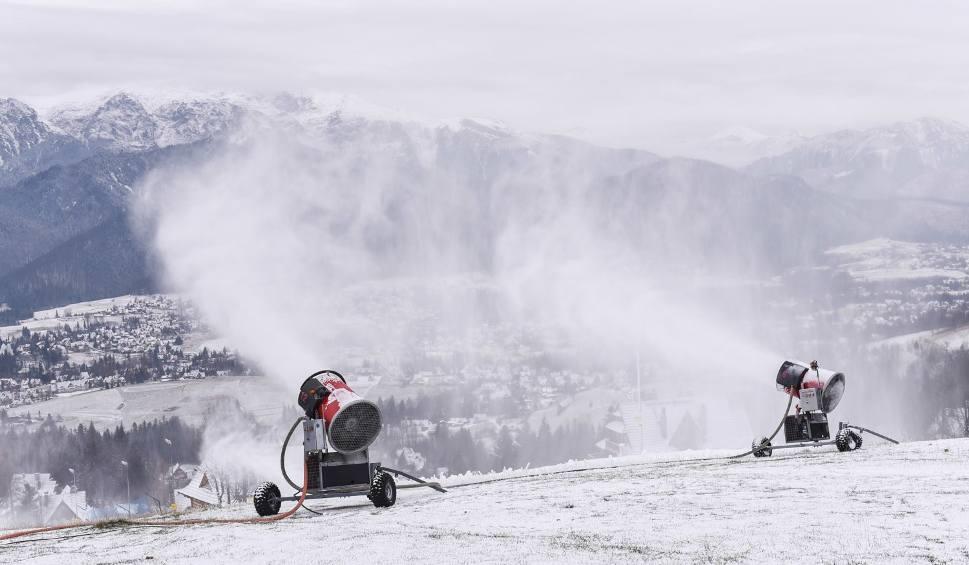Film do artykułu: Podhale: Ośrodki narciarskie rozpoczęły śnieżenie stoków. Start sezonu już tuż tuż?
