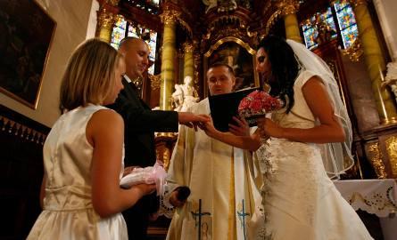 Większość ślubów kościelnych jest jednocześnie ślubami konkordatowymi.