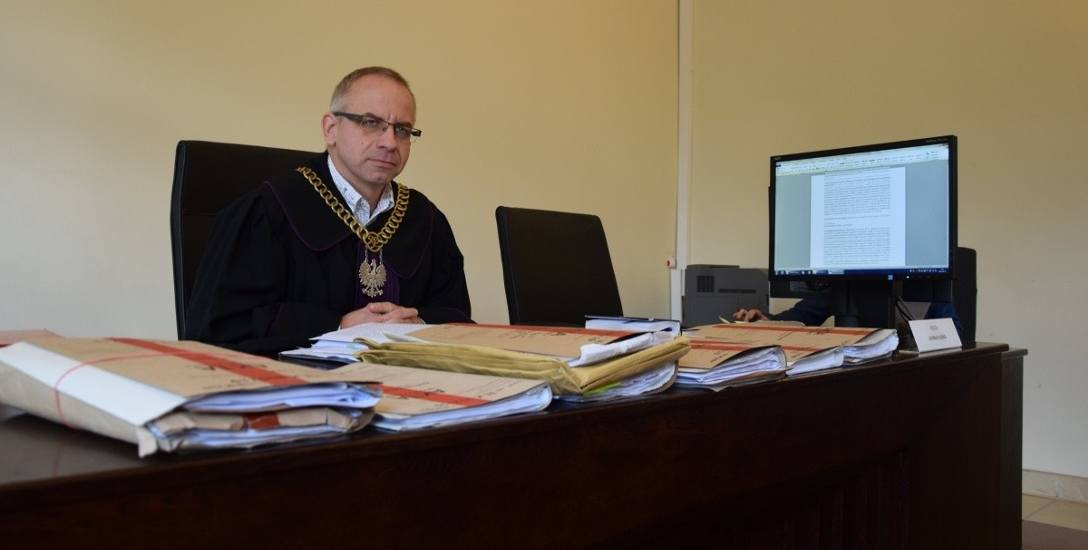 – Jedna osoba została oskarżona o narażenie na bezpośrednie niebezpieczeństwo utraty zdrowia  i podrabianie dokumentów, zaś dwie osoby o nieudzielenie