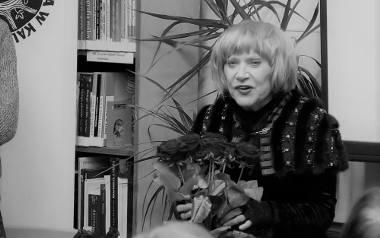 Krystyna Sienkiewicz podczas spotkania autorskiego w Kaliszu, w 2016 roku